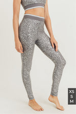 Load image into Gallery viewer, Silver Foil Leopard Highwaist Leggings