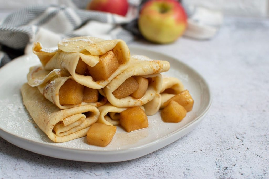 Yerba Mate Crepes With Baked Apples