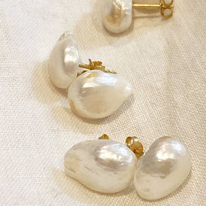By Georgia offers an expanding range of earrings, bracelets, necklaces and eyewear chains, drawing on quality materials like sterling silver, 22k gold plating and freshwater pearls. Every piece has been meticulously designed, paying consideration to texture, colour, size and weight to ensure longevity in design. All designs are designed By Georgia in Melbourne, earrings are manufactured overseas and Georgia hand-makes all other designs.