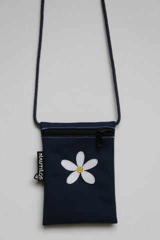 Navy daisy white