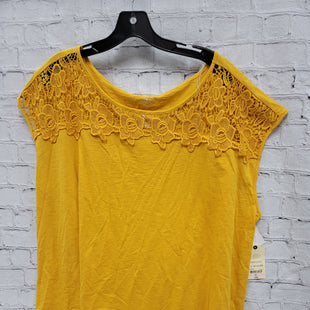Primary Photo - BRAND: ST JOHNS BAY STYLE: TOP SHORT SLEEVE COLOR: MUSTARD SIZE: 2X SKU: 115-115309-14674
