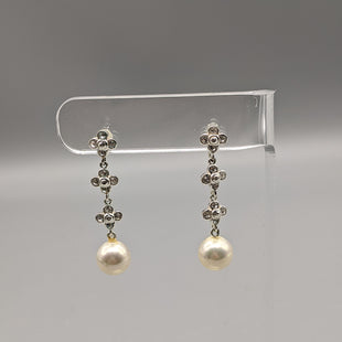 Primary Photo - BRAND:    CLOTHES MENTOR STYLE: EARRINGS COLOR: SILVER OTHER INFO: W/ A PEARL SKU: 115-115257-30278
