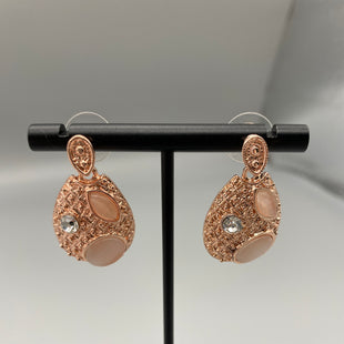 Primary Photo - BRAND:    CLOTHES MENTOR STYLE: EARRINGS COLOR: GOLD OTHER INFO: FASHION JEWELRY - SKU: 115-115338-3020
