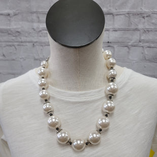 Primary Photo - BRAND: CHICOS STYLE: NECKLACE COLOR: PEARL SKU: 115-115314-9442