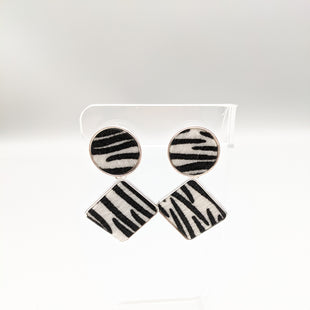 Primary Photo - BRAND:    CLOTHES MENTOR STYLE: EARRINGS COLOR: ZEBRA PRINT SKU: 115-115314-8297