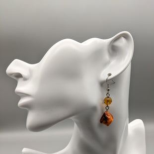 Primary Photo - BRAND:    CLOTHES MENTOR STYLE: EARRINGS COLOR: ORANGE SKU: 115-115340-3989