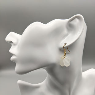 Primary Photo - BRAND:    CLOTHES MENTOR STYLE: EARRINGS COLOR: WHITE SKU: 115-115257-30360