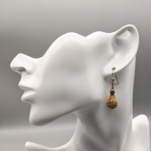 Primary Photo - BRAND:    CLOTHES MENTOR STYLE: EARRINGS COLOR: BROWN SKU: 115-115335-2516
