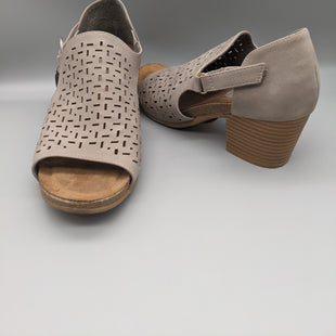 Primary Photo - BRAND: SOFFT STYLE: SHOES LOW HEEL COLOR: GREY SIZE: 6.5 SKU: 115-115302-14426
