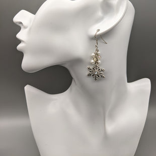 Primary Photo - BRAND:    CLOTHES MENTOR STYLE: EARRINGS COLOR: SILVER SKU: 115-115314-8042