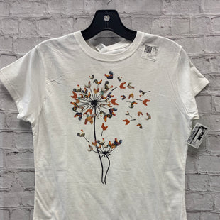 Primary Photo - BRAND: GILDAN STYLE: TOP SHORT SLEEVE COLOR: WHITE SIZE: L OTHER INFO: CHICKEN FLOWER GRAPHICS SKU: 115-11545-100604