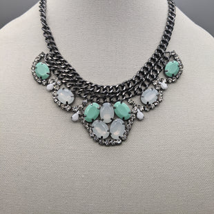 Primary Photo - BRAND: PREMIER DESIGNS STYLE: NECKLACE COLOR: METALLIC OTHER INFO: W/ GRN & WHT BEADS SKU: 115-115257-29422