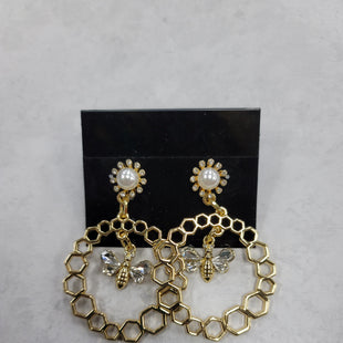 Primary Photo - BRAND:    CLOTHES MENTOR STYLE: EARRINGS COLOR: GOLD OTHER INFO: BEES SKU: 115-115335-2966