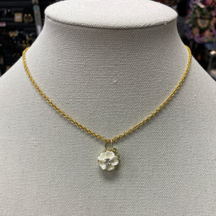 Primary Photo - BRAND:    CLOTHES MENTOR STYLE: NECKLACE COLOR: GOLD OTHER INFO: WHITE FLOWER SKU: 115-115322-8158