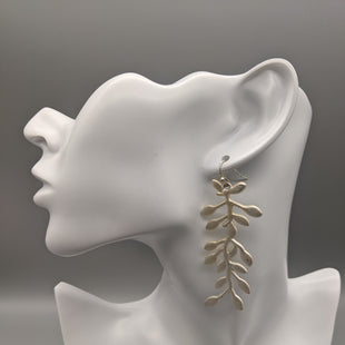 Primary Photo - BRAND: CLOTHES MENTOR STYLE: EARRINGS COLOR: SILVER SKU: 115-115257-30369. SOME SCRATCHES.