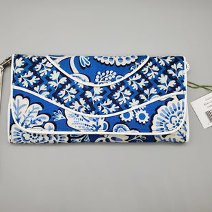 Primary Photo - BRAND: VERA BRADLEY STYLE: CLUTCH COLOR: BLUE OTHER INFO: NWT SKU: 115-115340-1524EXCELLENT CONDITION, SMALL MARK ON WHITE PIPING