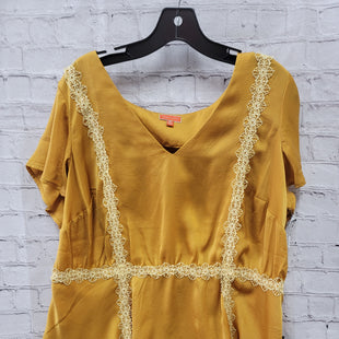 Primary Photo - BRAND: MODCLOTH STYLE: TOP SHORT SLEEVE COLOR: MUSTARD SIZE: 2X SKU: 115-115336-4250