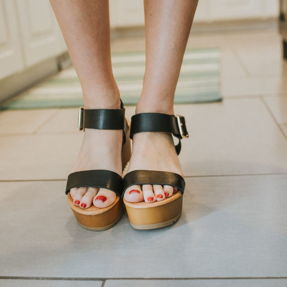 Summer Lovin' Wedge in Black