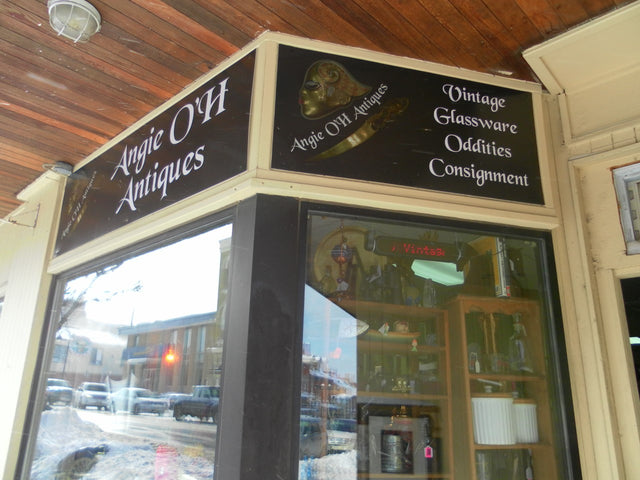 Picture of Angie O'h Antiques store front in Thorold, Ontario