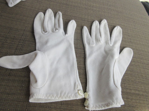 EVENING GLOVES, OR EVERY DAY STATEMENT WHITE EASY ON EXPANDABLE WRIST LENGTH AS IS