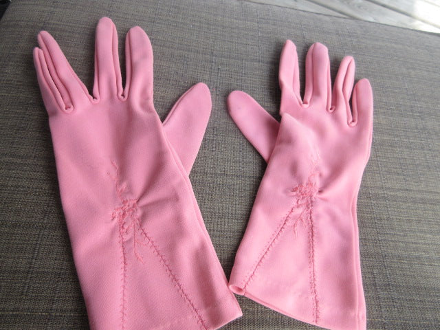HOT PINK STATEMENT WRIST LENGTH GLOVES PULL ON STRETCHABLE.  NO RETURNS!  FREE SHIPPING AND HANDLING!