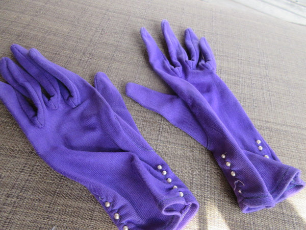 STATEMENT GLOVES, OR EVERY DAY PURPLE WITH DELICATE PEARSLS AT WRIST EXPANDABLE WRIST LENGTH