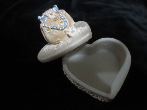 HEART SHAPED TRINKET BOX WITH SOFT TONE . NO RETURNS!  FREE SHIPPING AND HANDLING!