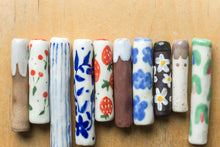 Load image into Gallery viewer, Porcelain One Hitter - Blue Floral