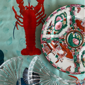 Closeup shot of Prado y Barrio SUMMER Table linen with manao tableware.