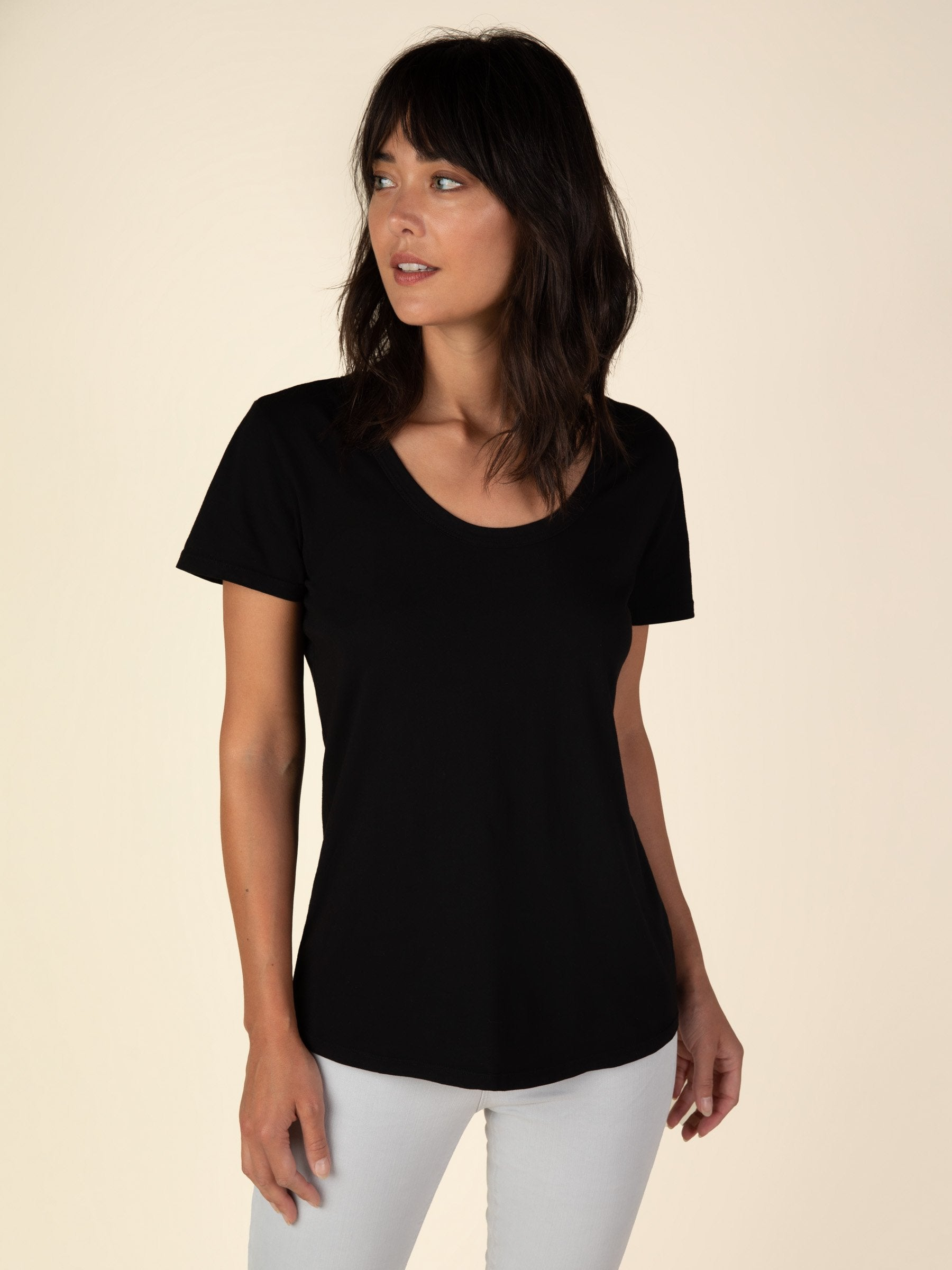 Scoop Neck Curved Hem Tee - Black