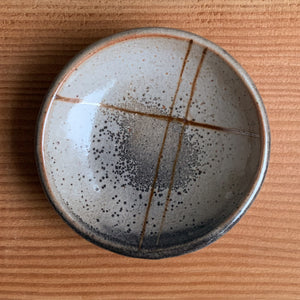 Small Shino Dish with Crossing Lines