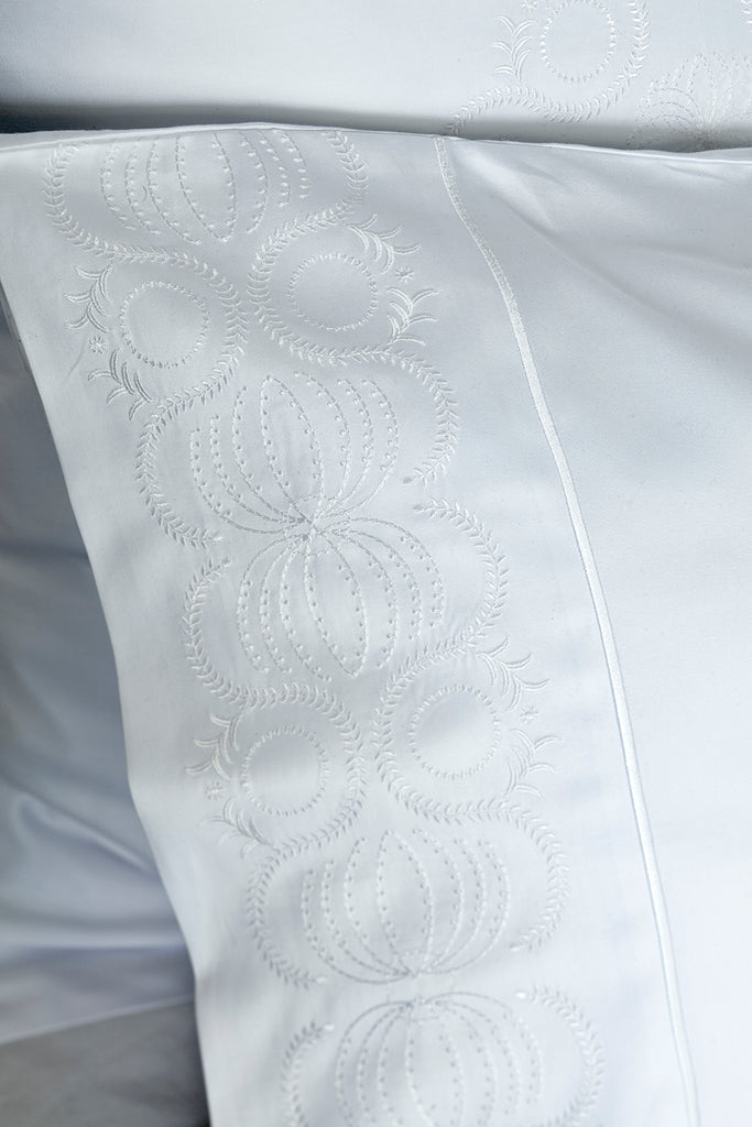 600TC Sateen Intertwined Embroidered Housewife Single