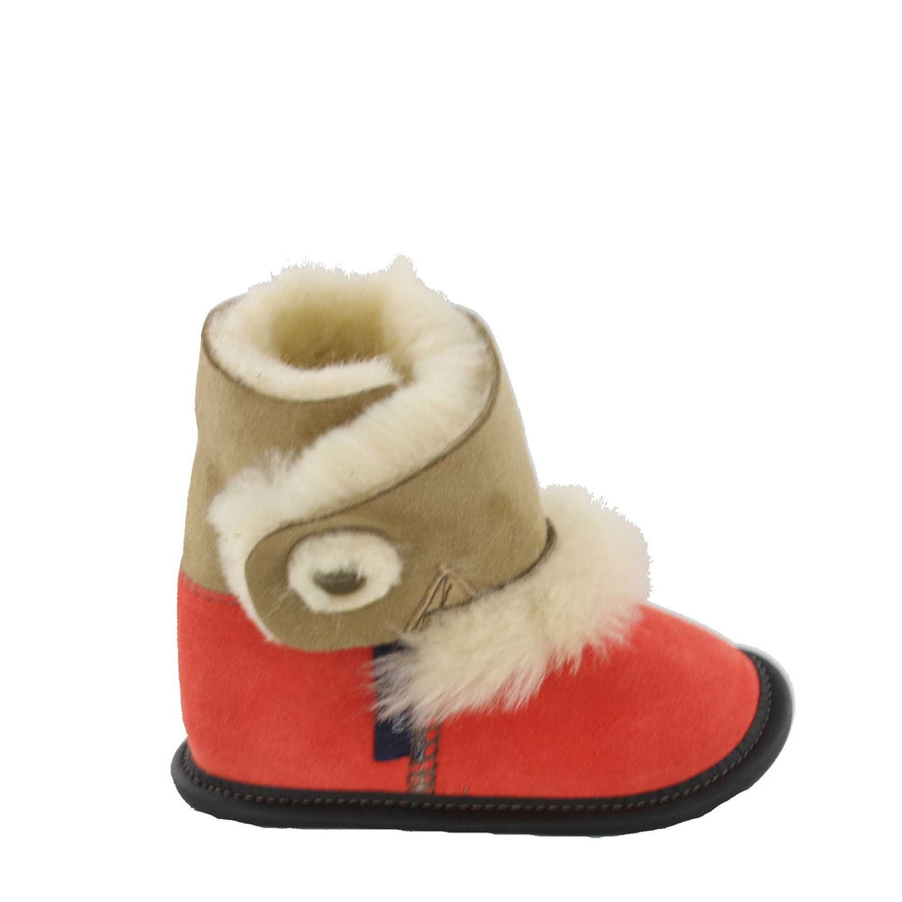 Load image into Gallery viewer, Reversed Sheepskin Playmate Slippers