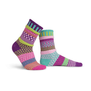 Load image into Gallery viewer, Solmate Dahlia Crew Socks