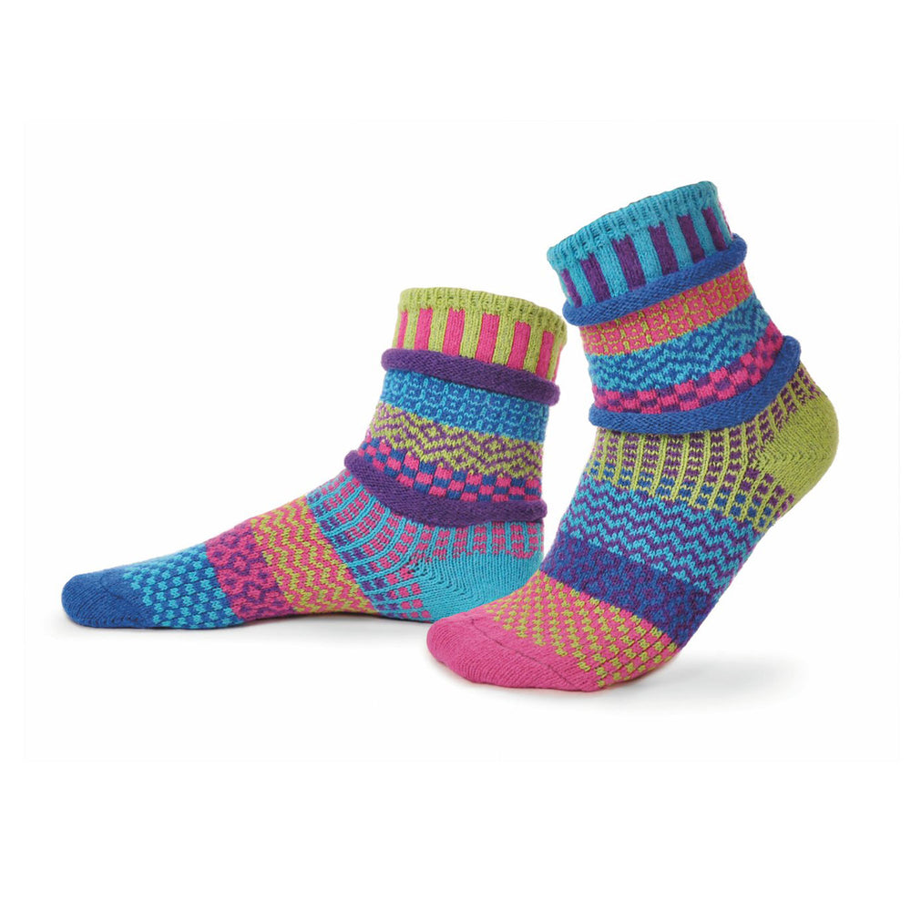 Load image into Gallery viewer, Solmate Bluebell Crew Socks