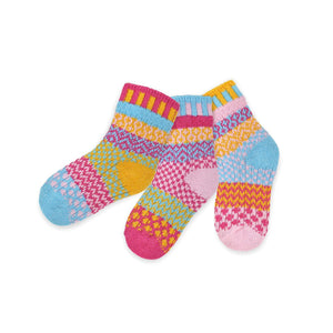 Load image into Gallery viewer, Solmate Cuddle Bug Kids Socks