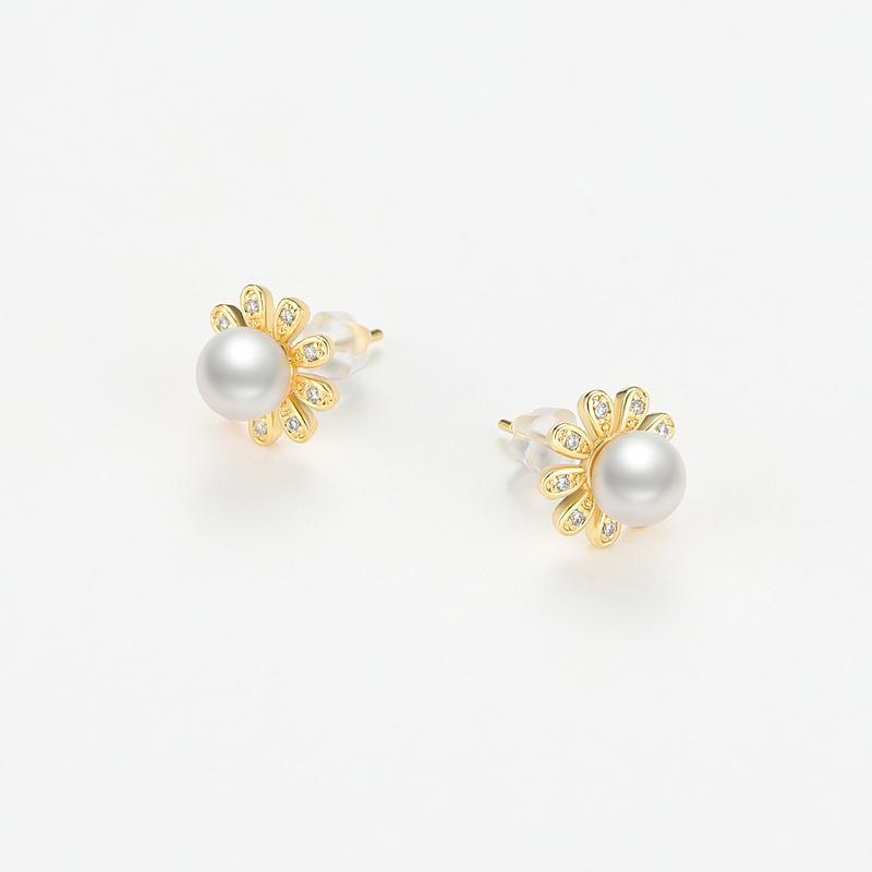 Floret Natural Cultured Freshwater Pearl Earring