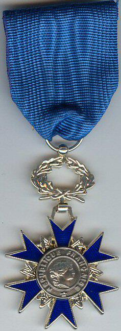 Medal of the Chevalier de l'Ordre National du Mérite, like the one Isabelle will receive