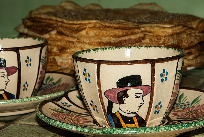 Breton crêpes and crockery, which might conceivably contain wine from Brittany