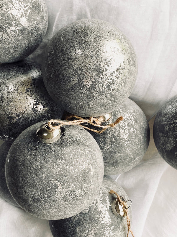 XL grey velvet glass bauble (set 4)
