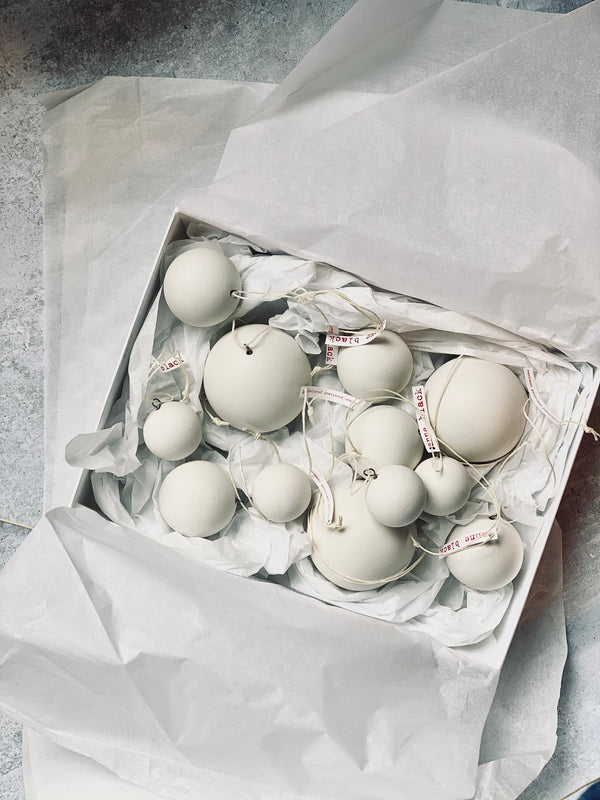 Luxury gift box: porcelain baubles