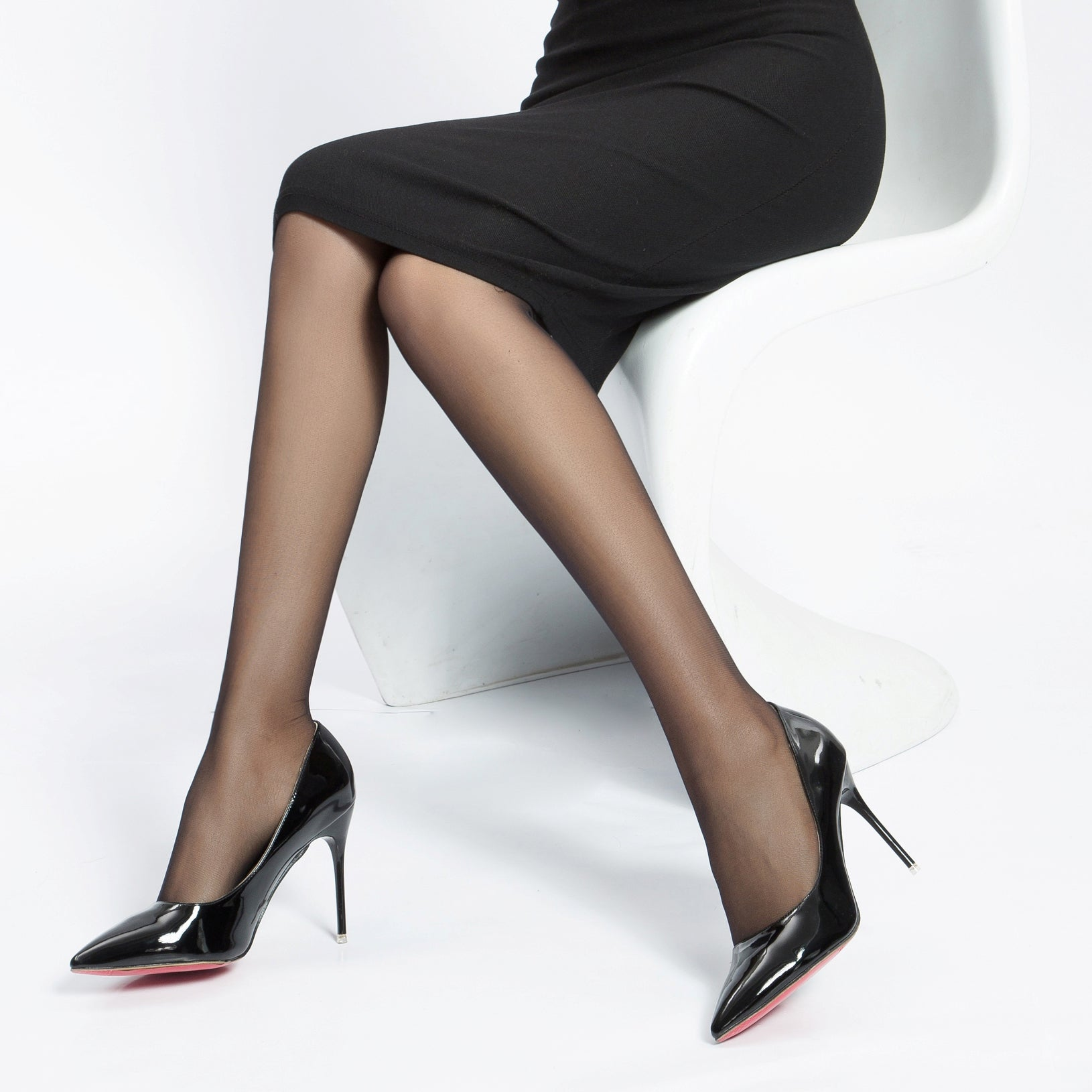 Absolutely Ultra Sheer 8 Den, Silk Reflections Control Top, Reinforced Toe Pantyhose .