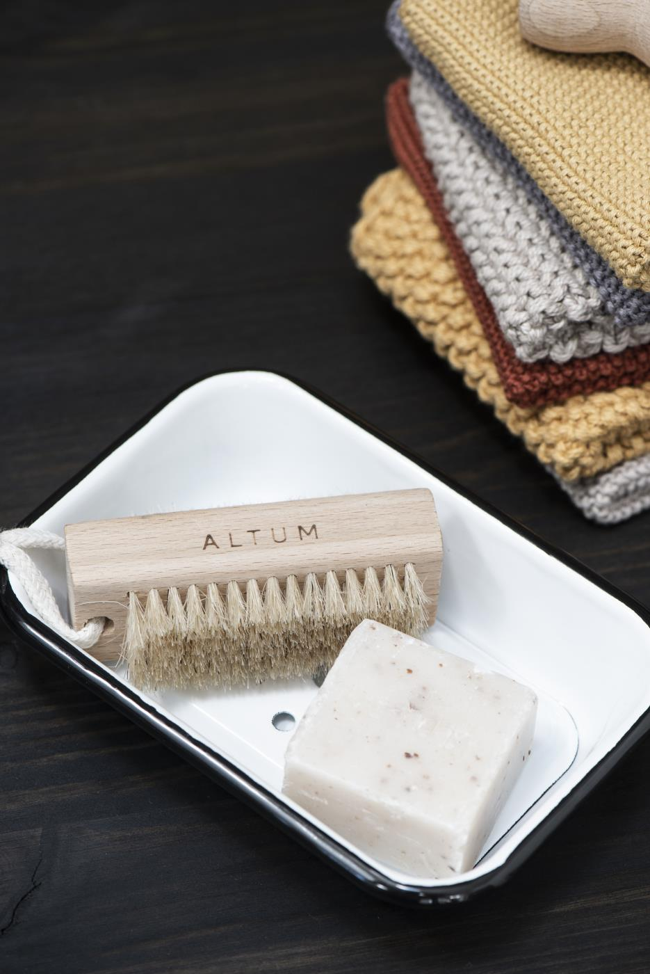 Beech wood nail brush with natural bristles