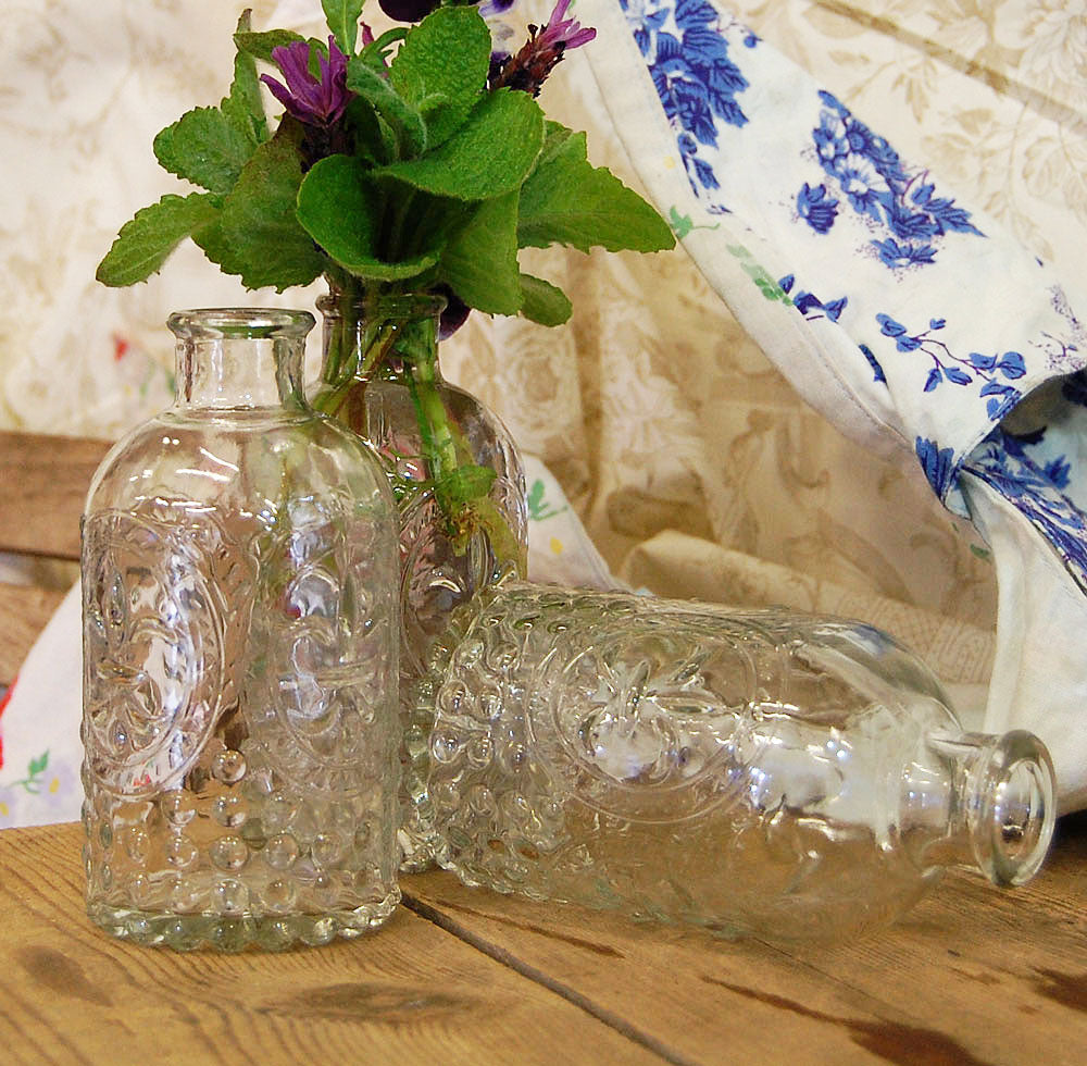 Set of 3 vintage style embossed clear glass flower vases table decorations.