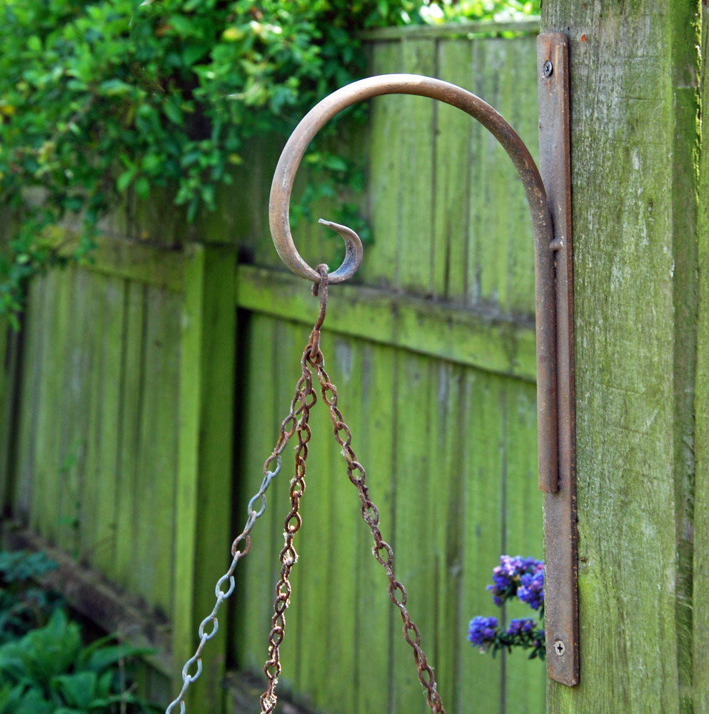 Dorset antique iron hanging basket and lantern garden bracket