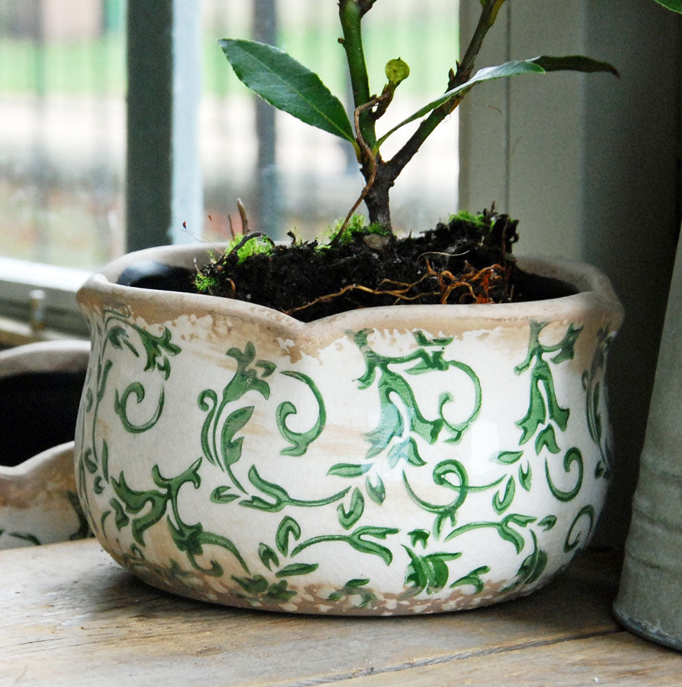 Small green Hampton ceramic round pie crust edged planter