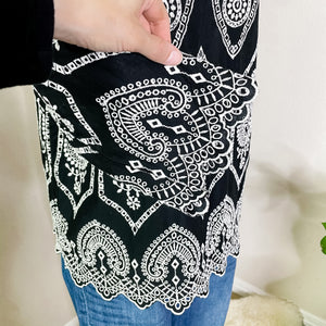 Gap Embroidered Black and White 3/4 Sleeve Top S