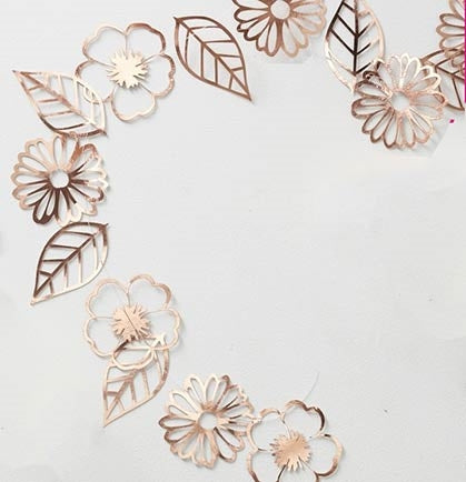 This floral rose gold garland is the perfect bachelorette party or bridal shower decoration! The 10ft garland has assorted metallic flower and leave shapes that you can string together with the provided plastic string or scatter them on tables for added shimmer and shine.