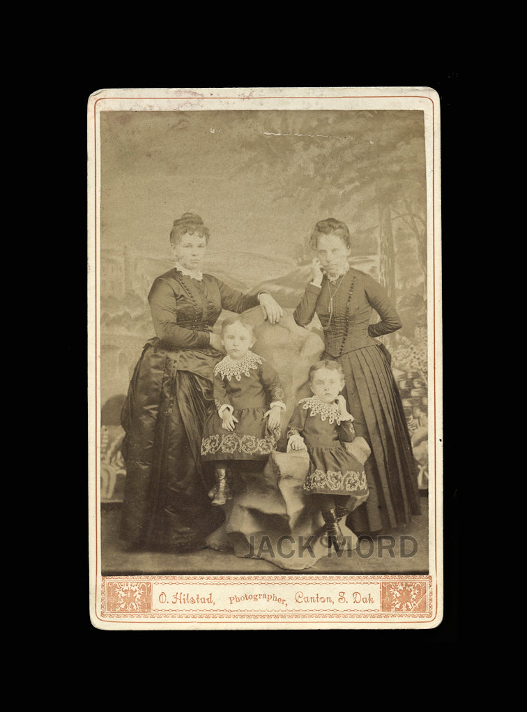 TWINS x 2 - Mother & Her Twin Sister & Her Twin Daughters - South Dakota Photo