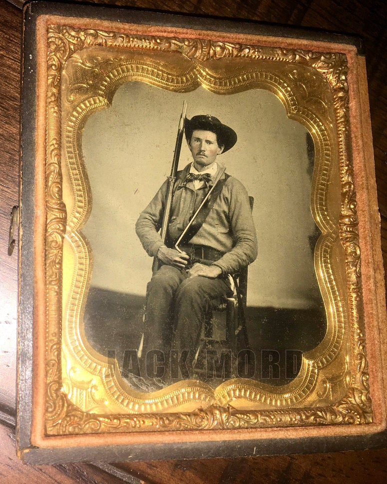 Armed Confederate Soldier Possibly Texas - Excellent 1/6 Ruby Ambrotype